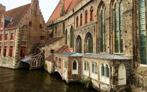 Best Hostels for Solo Travellers, Couples, & Groups in Bruges