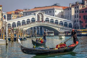 Best Hostels and Bed & Breakfasts for Solo Travellers in Venice, Italy