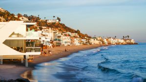 Best Beach Houses, Beach Condos, & VRBO Vacation Rentals in Malibu